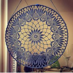 Knitted napkins and small things for home vk Dream Catcher Patterns, Dream Catcher Mandala, Dream Catcher Boho, Crochet Wall Art, Crochet Wall Hangings, Crochet Home, Crochet Mandala Pattern, Crochet Doilies, Crochet Patterns