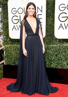 Mandy Moore in Naeem Khan at the 2017 Golden Globes