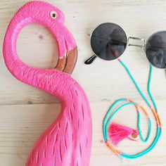 #myjewellery #sunglasses #cord #flamingo #happy #love #it Wood Necklace, Diy Necklace, Handmade Bracelets, Handmade Jewelry, Flamingo Necklace, Diy Glasses, Eyeglass Holder, Boho Diy, Turquoise