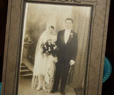 Antique 1920s Art Nouveau Wedding Bride Groom Cabinet Photo. I will be finding antique wedding photos to frame to put in my French Boudoir project. This is my first happy couple find.