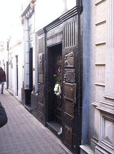 La bóveda de la familia Duarte ( La Recoleta Argentina)