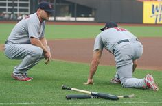 Matt Holliday + Lance Berkman warm up together before the game 2011