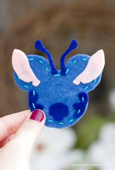 Disney Christmas Decorations, Disney Ornaments, Diy Christmas Ornaments, Crafts For Teens To Make, Crafts To Do, Felt Crafts, Diy Disney, Disney Diy Crafts, Lilo Ve Stitch