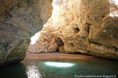 Una delle tante grotte che cela la costa del Gargano. Tutte da scoprirle con un giro in barca