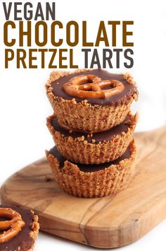 Sweet, salty, and with the perfect crunch, these 5 ingredient this vegan chocolate tart with a pretzel crust is sure to please the crowd. Quick Dessert Recipes, Quick Easy Desserts, Best Cookie Recipes, Sweet Desserts, Vegan Desserts, Sweet Recipes, Vegan Recipes, Vegan Chocolate, Chocolate Desserts