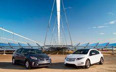 2012 Chevrolet Volt vs. 2012 Toyota Prius Plug-in - Comparison - Motor Trend