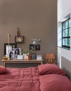 rood beddengoed slaapkamer | red duvetcover bedroom | vtwonen 13-2016 | photography:Dennis Brandsma | styling: Fietje Bruijn