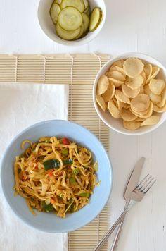 bami goreng Veggie Recipes, Asian Recipes, Real Food Recipes, Vegetarian Recipes, Healthy Recipes, I Love Food, A Food, Good Food, Food And Drink