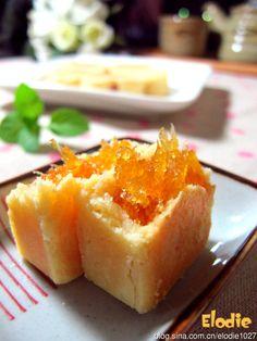 会牽絲的<土凤梨酥>....外酥內软,酸甜好滋味!