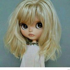 Looks just like my sister when she was a wee tot Pretty Dolls, Beautiful Dolls, Ooak Dolls, Blythe Dolls, Kawaii Doll, Little Doll, Doll Repaint, Collector Dolls, Custom Dolls