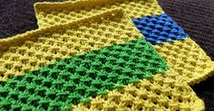 The Knotted Openwork dishcloth lays flat and square without the need for a border. Used Lion Brand Kitchen Cotton yarn.