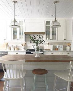 34 Stunning Farmhouse Style Bar Stools Ideas Easy To Decor - Kitchen - Home Kitchens, White Farmhouse Kitchens, Farmhouse Style Bar Stools, Kitchen Remodel, Easy Home Decor, Farmhouse Kitchen Design, Home Decor Kitchen, Kitchen, Diy Kitchen