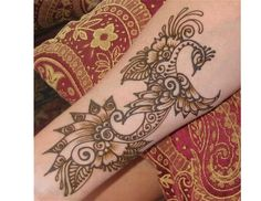 Here are the top 15 most beautiful peacock mehndi designs for you to choose from and try easily at home. Hope you will love these amazing mehndi designs. Henna Peacock, Peacock Mehndi Designs, Peacock Tattoo, Henna Mandala, Mehndi Design Images, Simple Mehndi Designs, Henna Tattoo Designs, Mehndi Designs For Hands, Henna Art