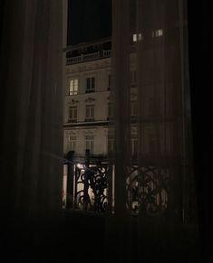 Night Aesthetic, Retro Aesthetic, Aesthetic Dark, Dark Paradise, Old Money, Window View, Oui Oui, Dark Night, City Girl