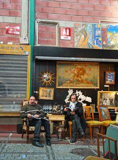 Eclectic Paris Les Puces flea markets http://www.skimbacolifestyle.com/2015/01/paris-flea-market-home-decorating-style.html