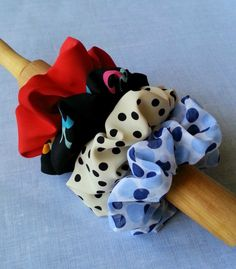 Got extra fabric scraps in your stash? Turn it in to these fun hair scrunchies! #kollabora #diy #sewing