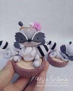 No hay descripción de la foto disponible. Cute Polymer Clay, Polymer Clay Creations, Polymer Clay Crafts, Fondant, Pasta Flexible, Biscuit, Cold Porcelain, Kawaii, Clay Art