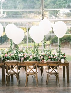 We associate balloons with fun and happy. We collected wedding balloon decorations ideas from fun backdrops to ceremony aisle decor. Wedding Balloon Decorations, Wedding Reception Table Decorations, Wedding Balloons, Reception Ideas, Balloon Table Centerpieces, Balloon Arrangements, Wedding Tables, Birthday Balloons, Wedding Centerpieces