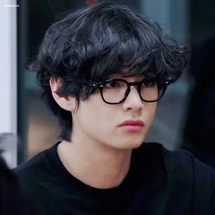 Foto Bts, Bts Photo, Seokjin, Hoseok, Theme Bts, Bts Kim, V Chibi, V Bts Cute, Taehyung Photoshoot