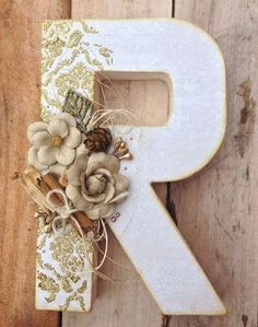 Decorative letters can have a classic style. Floral Letters, Letter A Crafts, Wood Letters, Monogram Letters, Burlap Letter, Alphabet Letters, Felt Flowers, Paper Flowers, Craft Projects