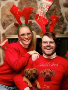 No one's immune to bad, awkward family Christmas photos! Here's more of the creepiest, funniest, awkward family Christmas photos and holiday cards ever! Awkward Family Photos Christmas, Family Christmas Cards, Funny Christmas Cards, Christmas Dog, Christmas Sweaters, Christmas Ecards, Merry Christmas, Family Holiday, Xmas Cards