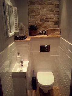 Wnętrza, Metamorfoza WC - Brakuje jeszcze kilku dodatków, cegła nie jest zafugowana, ściany trzeba domalować, ale najważniejsze, że z kibelka można korzystać bez...
