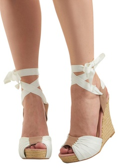 I love tie-up wedges!