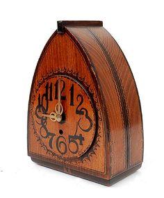 Paraboolvormige gebatikt houten klok met opwind uurwerk ontwerp uitvoering Louis Bogtman 1900-1969 Hilversum ca.1925