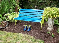 Beautiful garden bench in turquoise and lime. I have one the same that I painted pink and dark green. Painted Benches, Most Beautiful Gardens, Outdoor Living, Outdoor Decor, Outdoor Ideas, Diy Bench, Garden Projects, Garden Ideas, Backyard Ideas