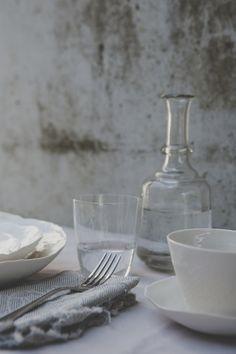 "gedeckter Tisch mit Schalen aus der Serie ""jaquard"" ...handgemachtes Porzellan @textpoterie  ...mit Liebe! www.textpoterie.at/jaquard Pottery Wheel, Porcelain, Tableware, Handmade, Design, Love, Porcelain Ceramics, Dinnerware, Hand Made"
