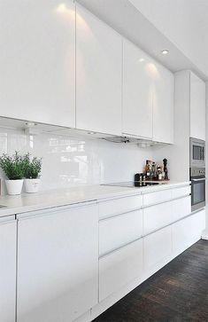 White Contemporary Kitchen, Contemporary Kitchen Cabinets, Kitchen Cabinets Decor, Modern Kitchen Design, Home Decor Kitchen, Kitchen Interior, Kitchen Ideas, Kitchen White, Kitchen Wood