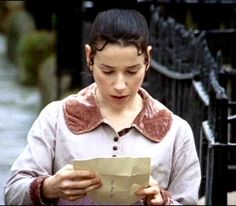 Anne reading Captain Wentworth's letter