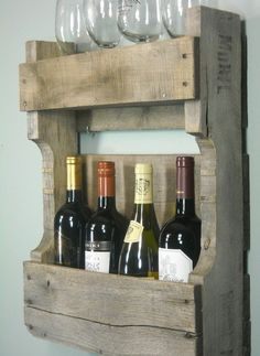 Small Pallet Wine Rack / Rustic Wine Shelf / by MyBrothersBarn. Very engaging DIY project. Anyone with a rustic decor or a man cave would love this. If needed, milk paint or wood stain would be good also. @ Home Design Ideas Pallet Crafts, Pallet Projects, Home Projects, Pallet Ideas, Diy Pallet, Vin Palette, Petite Palette, Decoracion Low Cost, Small Pallet