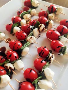 Salad Skewers Caprese Skewers- bursting with the fresh flavors of basil, tomato, and balsamic vinegar.Caprese Skewers- bursting with the fresh flavors of basil, tomato, and balsamic vinegar. Best Appetizer Recipes, Best Appetizers, Delicious Appetizers, Wedding Appetizers, Holiday Appetizers, Appetizers On Skewers, Easy Appetizers For Party, Italian Appetizers Easy, Bridal Shower Appetizers