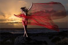 """FIAP-Goldmedaille in Indien.  """"Kissed by the Wind"""" mit Model Anuschka auf Lanzarote gewann am Wochenende die FIAP-Goldmedaille beim Kohinoor Digital Circuit 2016 (Singur): http://www.kohinoorcircuit.com/images/Award%20List.pdf Ein solcher Wochenbeginn macht Freude..."""