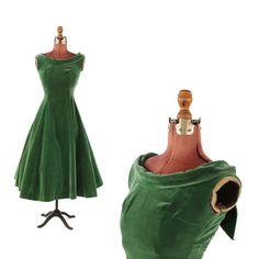 Vintage 1950's Green Velvet Evening Bombshell Cocktail Full Skirt Party Prom Cocktail Dress S
