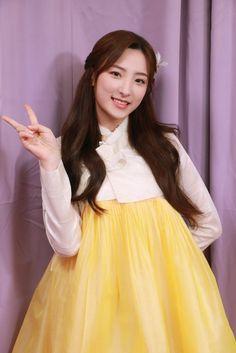 Yuehua Entertainment, Starship Entertainment, Kpop Girl Groups, Kpop Girls, Air Force Blue, Cosmic Girls, Cute Korean, Skater Skirt, Tulle