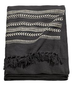 Anthracite gray/striped . Jacquard-weave bedspread in cotton fabric with fringe at short sides.