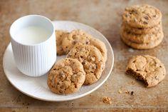 I cookies sono i classici biscotti americani con le gocce di cioccolato. Pare che siano stati preparati per la prima volta negli anni trenta in Massachussets dalla proprietaria del Toll House Inn, Ruth Wakefield.