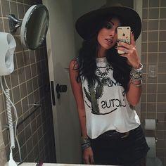 Garantindo a selfie no espelho, porque a chuva aperrrrtou!  #LOOKDAY2 hoje vou ➵❈☮ Boho Style ❂❈➵ by @cea_brasil #lollapaloozaBR #ceanolollapalooza #lollapalookcea #fashiontruckcea