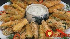Oven baked zucchini sticks with sour cream dip. Baked Zucchini Sticks, Bake Zucchini, Low Carb Recipes, Diet Recipes, Quiche Muffins, Sour Cream Dip, Atkins Diet, Kefir, Oven Baked