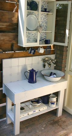 This is also a very basic outdoor kitchen, but if you are in the process of getting started with a remote property you can only tackle on the weekends, it's an option.