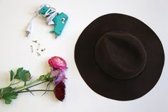 diy flower fedora pin http://blog.freepeople.com/2013/01/diy-flower-fedora-pin/