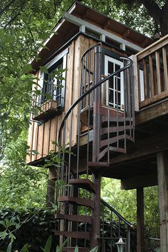 spiral staircase tree house by Greg Hill, via Flickr