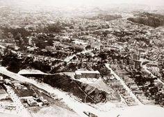 Uma bela vista da Construção de um dos blocos do Hospital Sírio-Libanês, na década de 30 em São Paulo/SP. No canto inferior esquerdo, a construção da Avenida Nove de Julho; no canto superior direito, o Cemitério da Consolação. (Foto e texto saudadesampa).