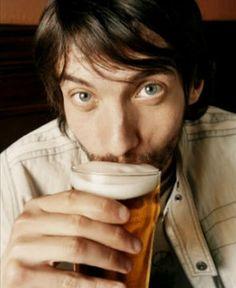 Euforia e depressão são algumas das fases da ingestão exagerada de bebidas alcoólicas