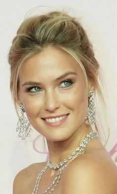 How to Chic: BAR REFAELI STREET STYLE #makeup #inspiration