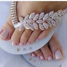 Chinelo personalizado para o dia da noiva! Bling Sandals, Shoes Flats Sandals, Bridal Sandals, Bling Shoes, Bridal Shoes, Flat Sandals, Wedding Shoes, Wedding Jewelry, Wedding Favors