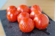 Saiba como neutralizar molhos da maneira correta! Aquela colher de açúcar que você adiciona no molho de tomate não diminui a acidez do molho, apenas engana o paladar. Confira 5 maneiras de solucion…