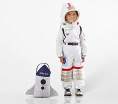 29 halloween crafting ideas for kids!Put the baby costumes in storage! Your little one is now big enough to trick-or-treat and he or she will need a toddler Halloween costume. Baby Skunk Costume, Baby Owl Costumes, Baby Halloween Costumes For Boys, Toddler Costumes, Halloween 2019, Halloween Inspo, Halloween Party, Astronaut Halloween, Astronaut